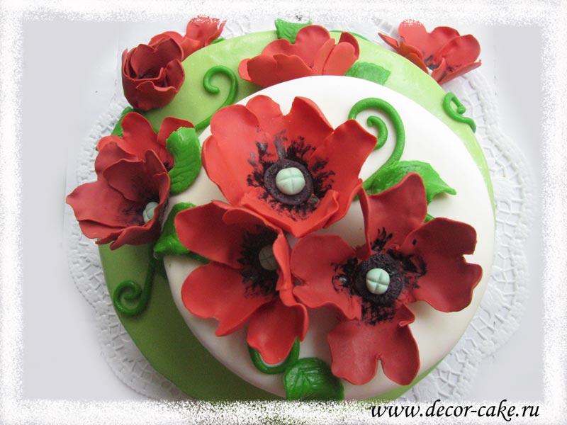 Торт с маками из мастики